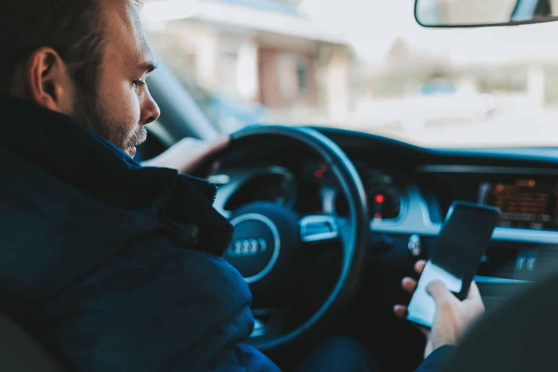 conduire en regardant son smartphone